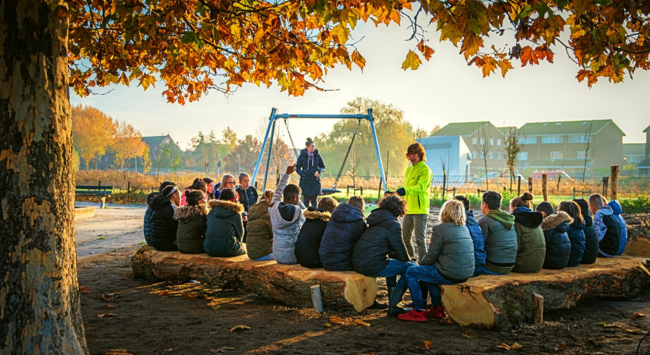 IVN's Ilse Suijkerbuijk is teaching a class in the outdoor classroom of Tiny Forest the Bostimist in Almere.